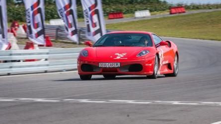 Jazda Ferrari F430 vs. Aston Martin DB9