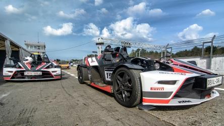 Jazda Nissan GTR vs. KTM X-BOW