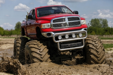 Jazda Monster Truckiem dla jednej osoby - 30 Minut -...